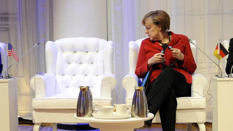 Καλπάζει η Μέρκελ και σε ποσοστά και σε δημοφιλία: Θύματα Σούλτς -Σόιμπλε