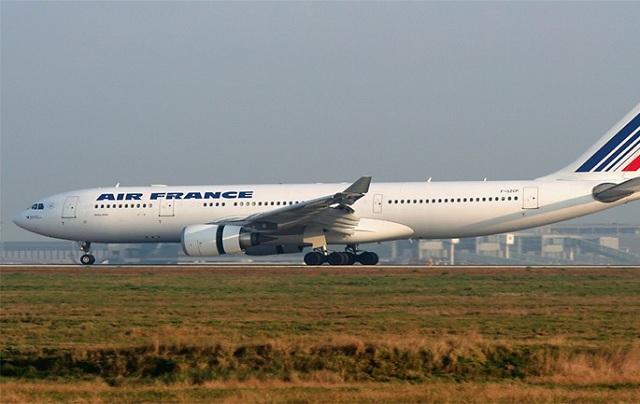Αεροσκάφος της Air France χτυπήθηκε από κεραυνό