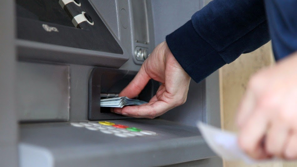 Μόνο μέσω τράπεζας οι πληρωμές μισθών