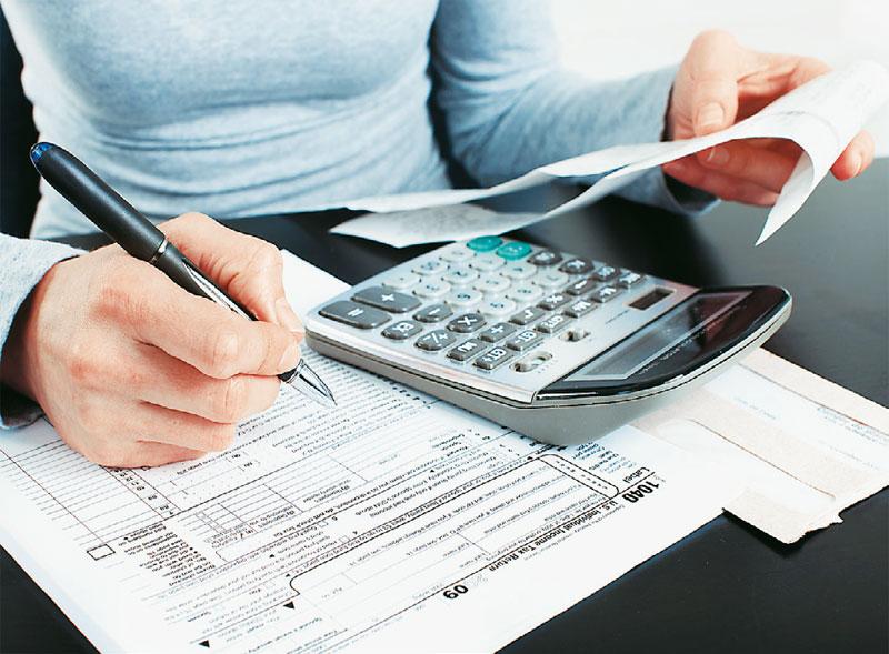 Πέντε «κλειδιά» για λιγότερους φόρους σε μισθωτούς και συνταξιούχους