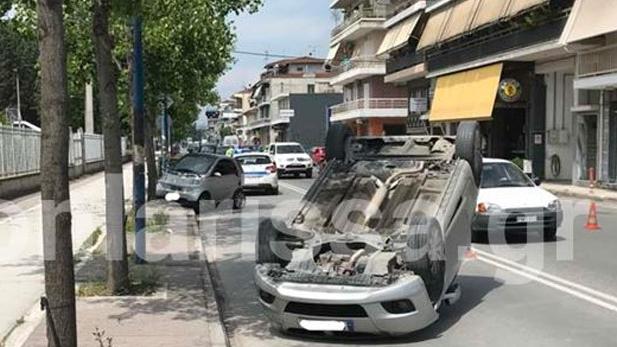 Τούμπαρε Ι.Χ. στη Λάρισα - Στο νοσοκομείο 49χρονος οδηγός