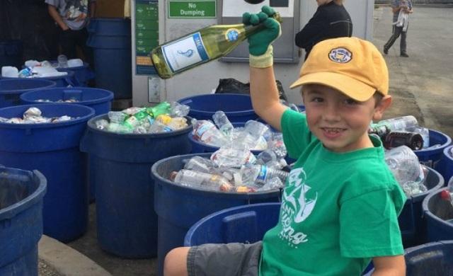 Ένας 7χρονος «έχτισε» περιουσία ανακυκλώνοντας