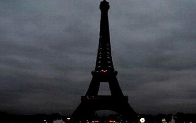 Σβήνουν τα φώτα στον Πύργο του Άιφελ για τους Κόπτες της Αιγύπτου