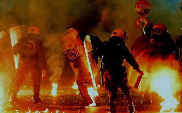 Νύχτα επεισοδίων στα Εξάρχεια: 3 συλλήψεις και 19 προσαγωγές από την αστυνομία
