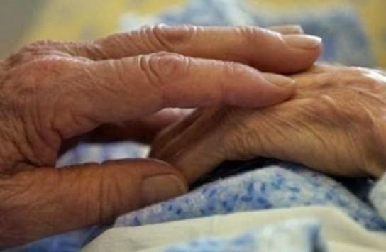 Στο νοσοκομείο 90χρονη από άγρια επίθεση ληστών