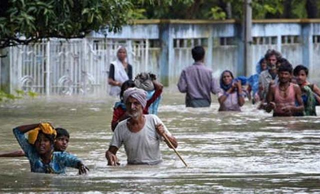 23 νεκροί στην Ινδία από τις σφοδρές καταιγίδες