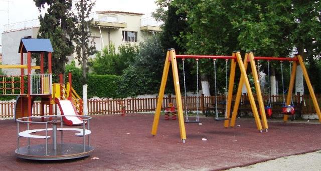 Αναβαθμίζονται πλήρως οι παιδικές χαρές του Δήμου Αλμυρού