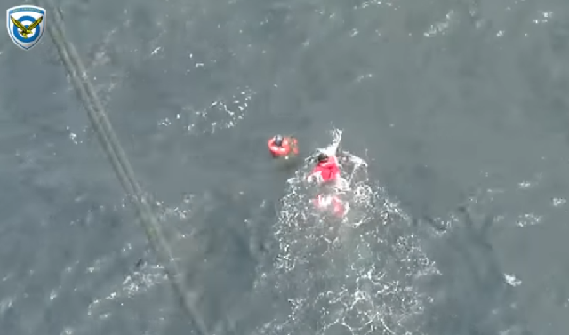 Καρέ-καρέ η διάσωση του πιλότου του Mirage στις Σποράδες [βίντεο]