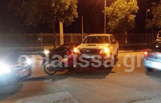 Μηχανάκι συγκρούστηκε με αυτοκίνητο της ΔΕΥΑΛ