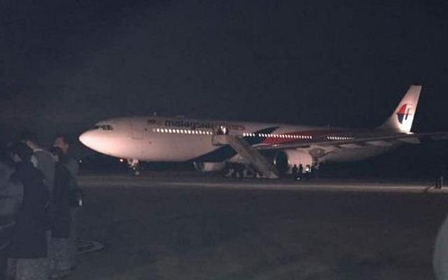Πανικός σε πτήση της Malaysia Airlines. Επιβάτης υποστήριξε ότι είχε εκρηκτικά