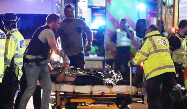 Σοκάρουν οι μαρτυρίες από το Λονδίνο! «Είδα 3 ανθρώπους με κομμένους λαιμούς…»