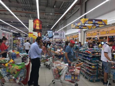 Πανικός στο Κατάρ για το κλείσιμο των συνόρων! Αδειάζουν τα ράφια των καταστημάτων οι πολίτες
