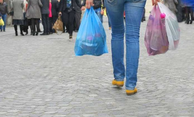 Τέλος και με Νόμο οι δωρεάν πλαστικές σακούλες