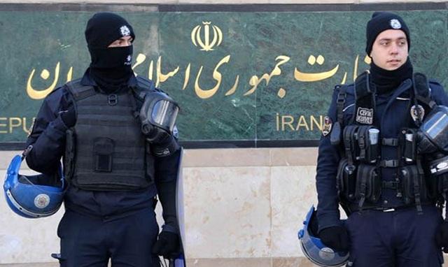 Πυροβολισμοί μέσα στο κοινοβούλιο του Ιράν. Ενας αστυνομικός τραυματίας
