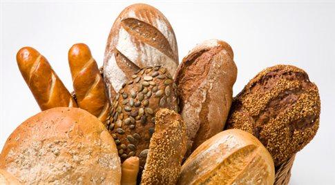 Μελέτη απαντά στο ερώτημα αν το λευκό ή το μαύρο ψωμί είναι πιο υγιεινό