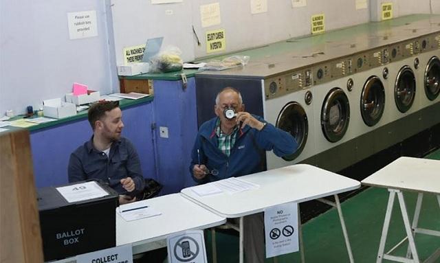 Βρετανία: Ψηφίζουν ακόμη και στα κοινόχρηστα πλυντήρια