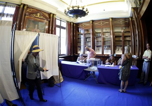 Γαλλία: Με χαμηλή συμμετοχή η προσέλευση στις βουλευτικές εκλογές