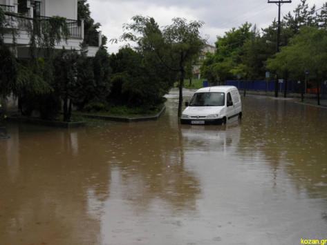 Πλημμύρες σε σπίτια και δρόμους της Κοζάνης  [pics, vids]