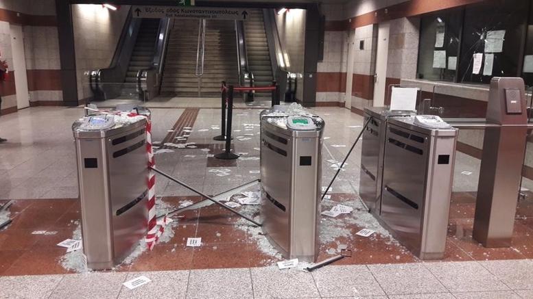 Βάνδαλοι τα έκαναν γυαλιά-καρφιά στο σταθμό του Μετρό «Κεραμεικός»