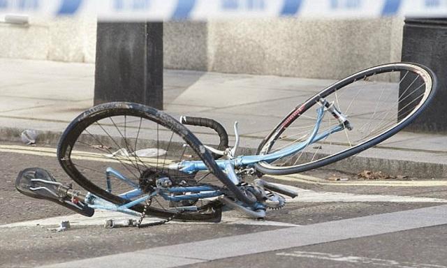 Ποδηλάτης αστυνομικός παρασύρθηκε από αυτοκίνητο