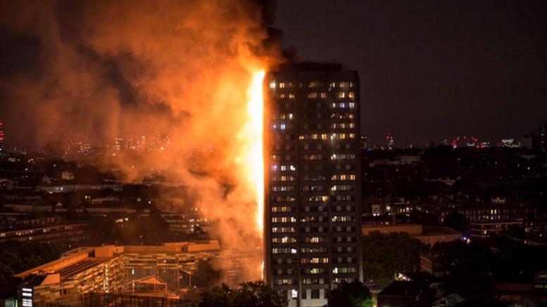 Σκηνές αποκάλυψης στο Λονδίνο: Φωτιά σε πύργο 27 ορόφων