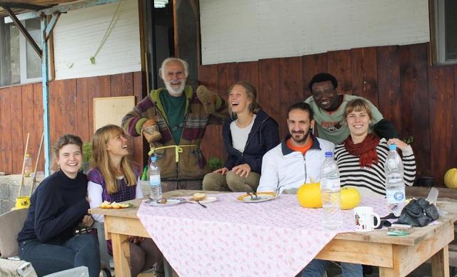 Κλαμπ γέλιου και στον Βόλο