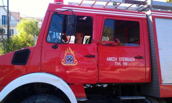 Φωτιά σε πρανές δρόμου στα Πλατανίδια