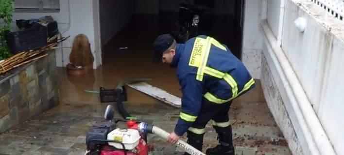 Θανάσιμα τραυματίστηκε 62χρονος στην αυλή του σπιτιού του λόγω της βροχόπτωσης