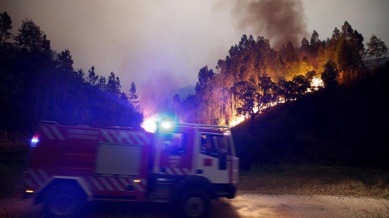 Πορτογαλία: Ανεξέλεγκτη η φωτιά, φόβοι για πάνω από 100 νεκρούς
