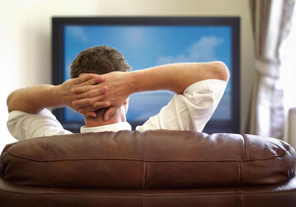 Η τηλεόραση γερνά τον εγκέφαλό μας