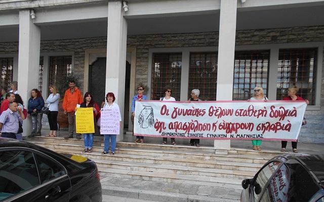 Παράσταση διαμαρτυρίας στο Δημαρχείο για τους παιδικούς σταθμούς