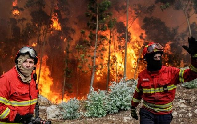 Πορτογαλία: 12 άνθρωποι σώθηκαν από τη φωτιά επειδή κρύφτηκαν σε δεξαμενή νερού