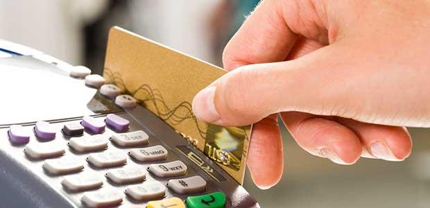 Μπόνους 1.000 ευρώ κάθε μήνα για πληρωμές με κάρτα