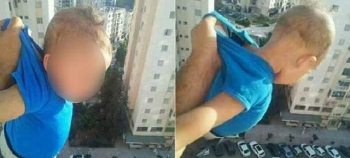 «Πατέρας» κρέμασε το γιο του στο παράθυρο: «1.000 likes αλλιώς τον αφήνω»