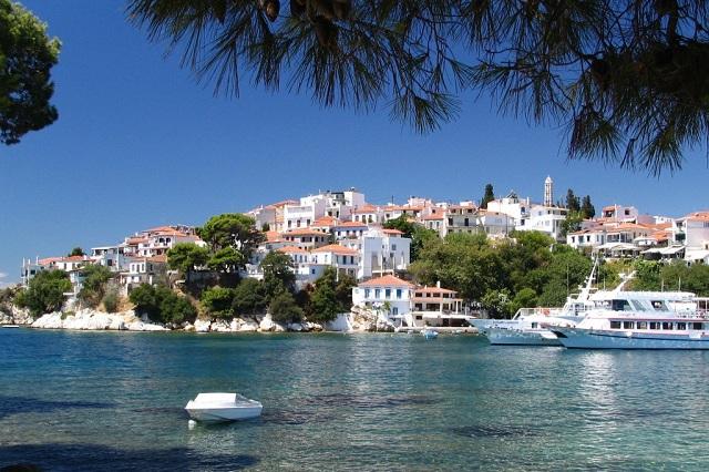 Ταλαιπωρία τουριστών στα νησιά