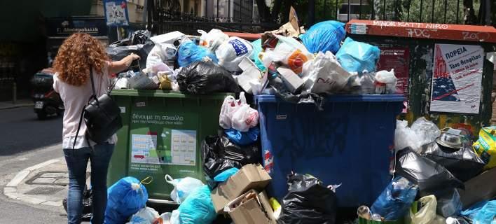 Λόφοι τα σκουπίδια, απέραντη χωματερή η Αττική. Δραματική κατάσταση στα τουριστικά σημεία