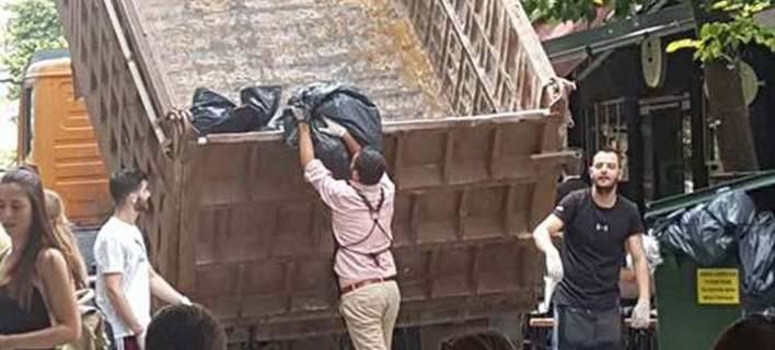 Λαρισαίοι μάζεψαν μόνοι τους τα σκουπίδια με φορτηγό [εικόνες]