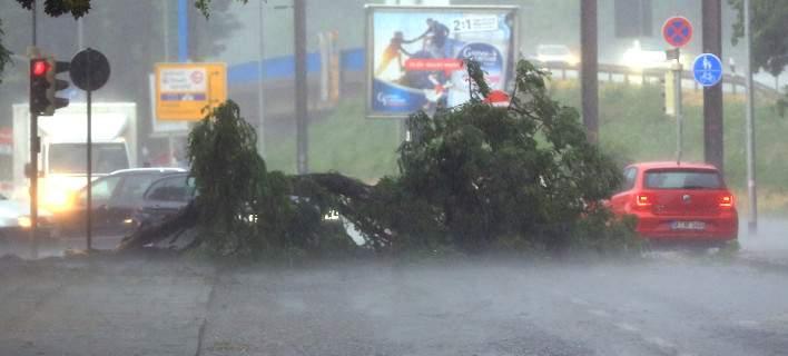 Σαρωτική καταιγίδα στη βόρεια Γερμανία. Ενας νεκρός [βίντεο]