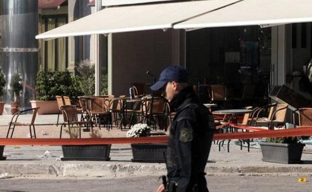 Ψάχνουν τον «πιστολέρο» που πυροβόλησε δύο άτομα σε μπαρ