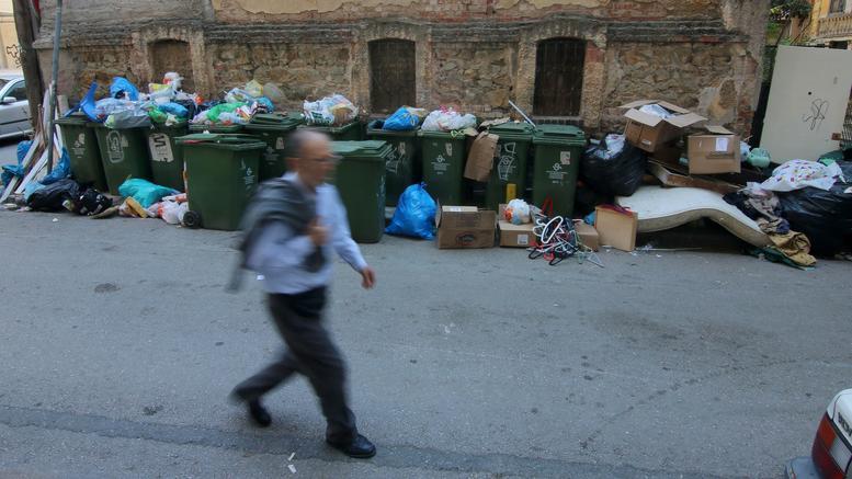 Σκουρλέτης και ΠΟΕ ΟΤΑ ψάχνουν λύση για το βουνό των σκουπιδιών