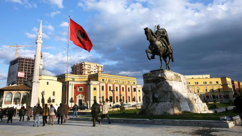 Στις κάλπες οι Αλβανοί για τη νέα κυβέρνηση