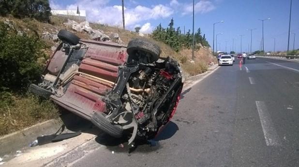 Ανατράπηκε αυτοκίνητο στην παλιά εθνική Λάρισας-Βόλου