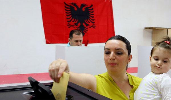 Eκλεισαν οι κάλπες στην Αλβανία: Αιματηρό επεισόδιο και κρούσματα εξαγοράς ψήφων