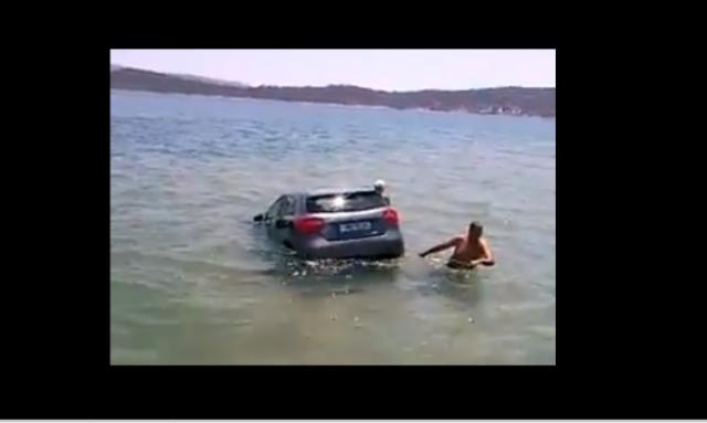 Αυτοκίνητο πέφτει στο νερό στα Φέρι μποτ στο Μεγάλο Πεύκο (βίντεο)