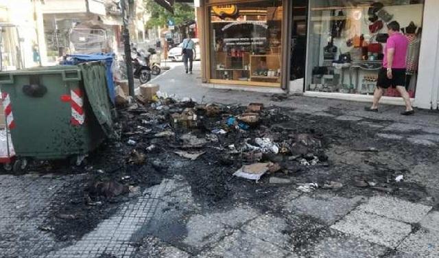 Στις φλόγες σκουπίδια στη Λάρισα. Κινδύνεψαν καταστήματα