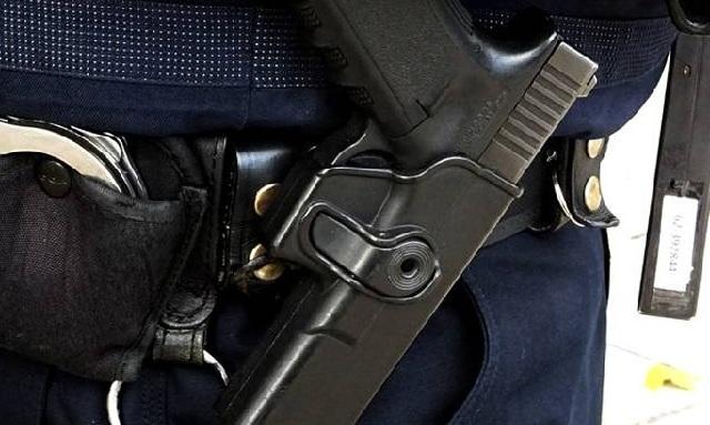 Αστυνομικός τραυματίστηκε με το υπηρεσιακό του όπλο μέσα στο τμήμα