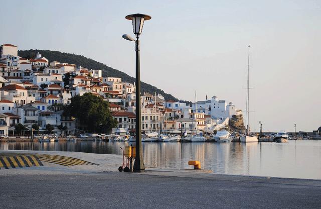 Αγώνας δρόμου στη Σκόπελο για την αποκομιδή απορριμμάτων