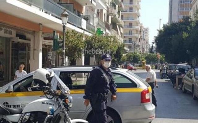Με μάσκες κυκλοφορούν οι αστυνομικοί στην Πάτρα, λόγω σκουπιδιών