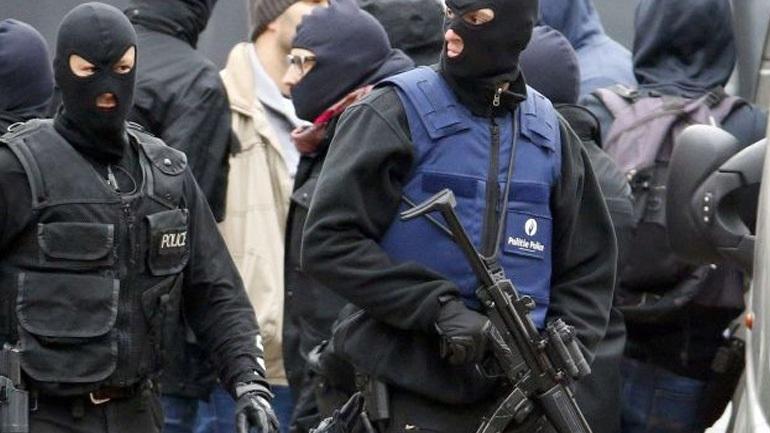 Γαλλία: Άνδρας προσπάθησε να πέσει με το αυτοκίνητό του πάνω σε πλήθος μπροστά σε τέμενος