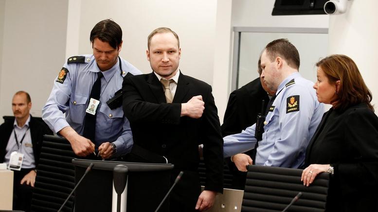 Ο μακελάρης της Νορβηγίας γκρινιάζει για τις συνθήκες κράτησης του